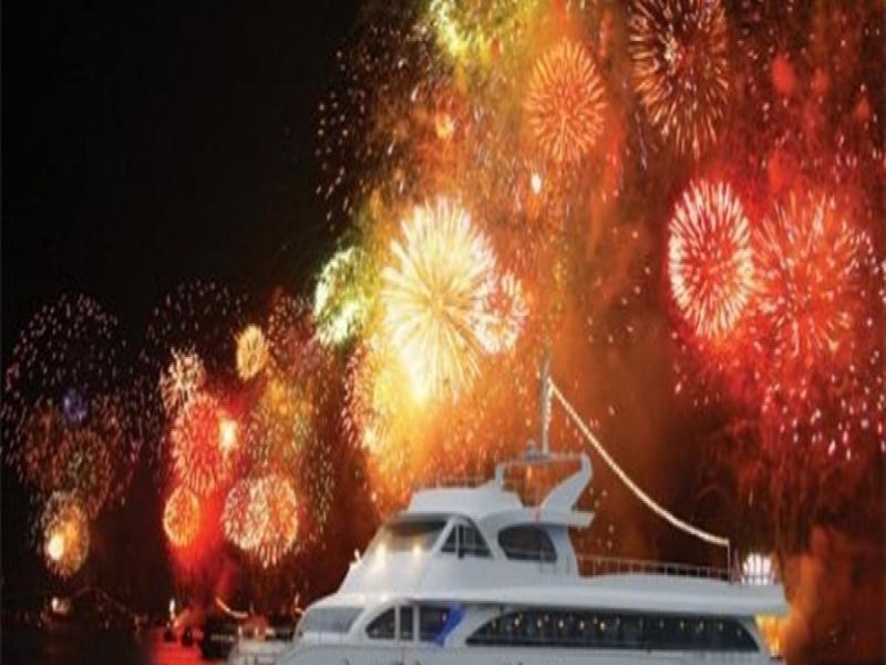 Новогодишна Гала вечеря на луксозна яхта по Босфора