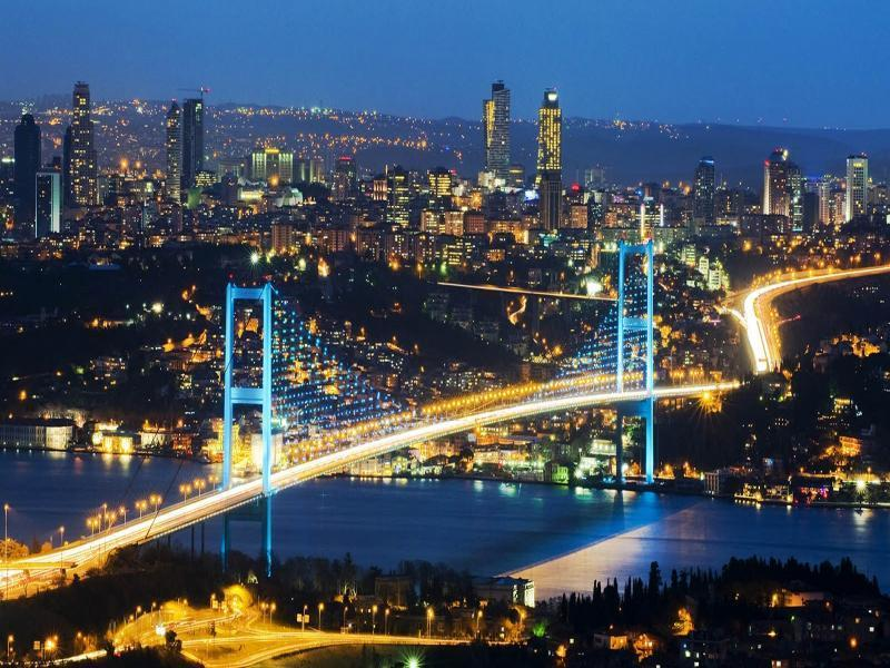 Светлинна симфония - Нощна автобусна обиколка на Истанбул