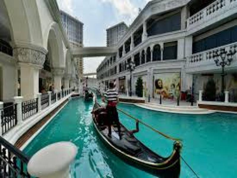 Mall Via Port Venezia
