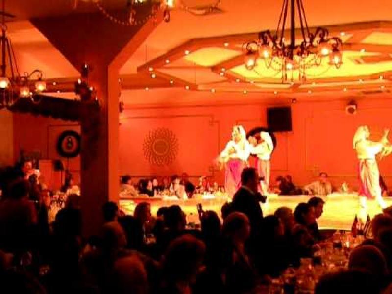 Вечеря в атрактивен ресторант Гар Мюзик Хол с шоу програма
