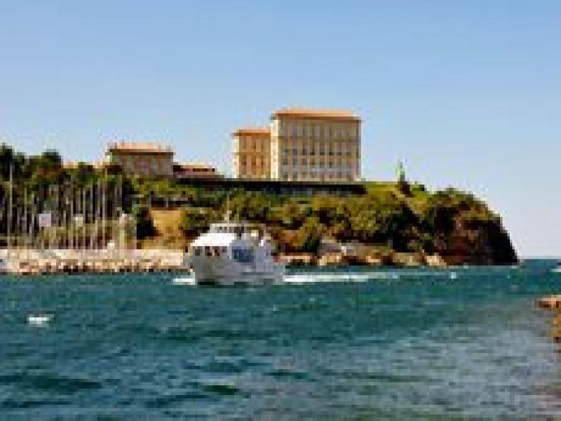 Плаване с корабче край Великолепната Барселона  2019г