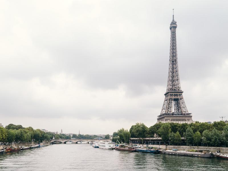 Разходка с корабче по река Сена