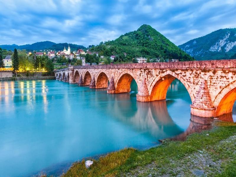 Фотопауза във Вишеград при моста на Мехмед паша Соколович
