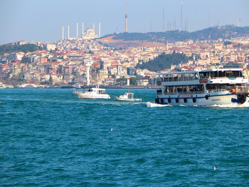 Разходка с корабче по Босфора с лицензиран екскурзовод на български език