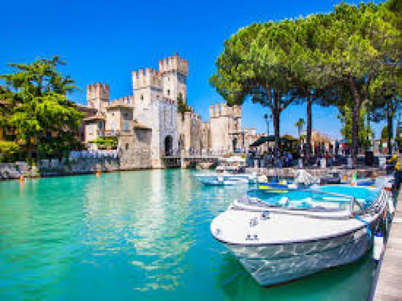 Целодневна екскурзия до Милано с посещение на езерото Гарда