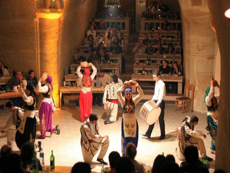 Посещение на турска вечер с фолклорни танци (включени напитки и ядки)