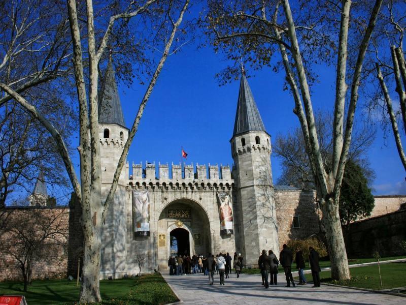 Дворецът Топкапъ, църва-музей Света София и Йеребатан