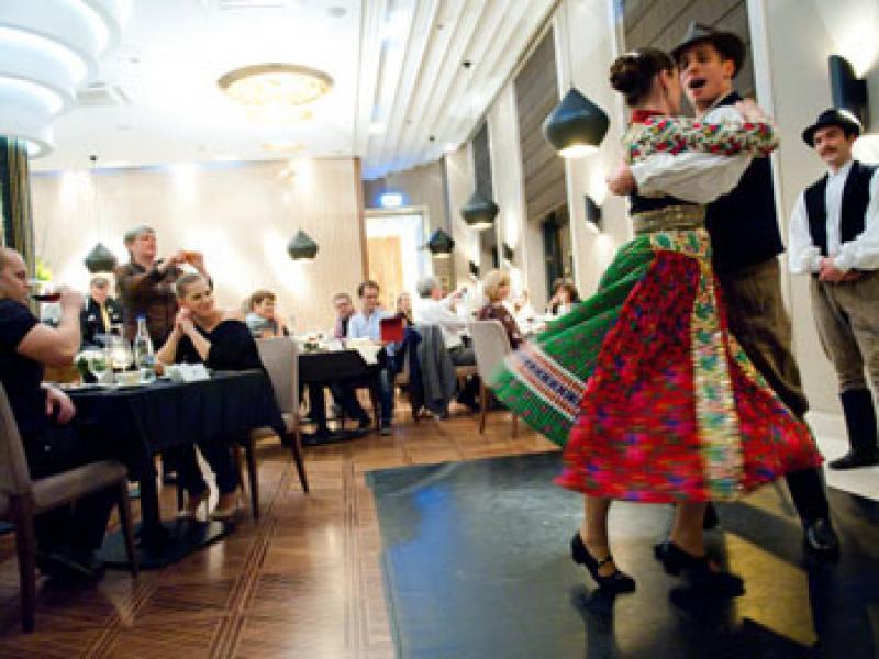 Посещение на унгарски ресторант с вечеря и програма