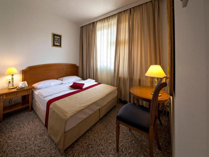 Хотел 2/3 * в района на Загреб