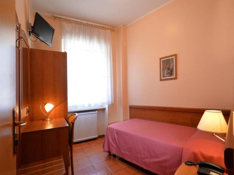 Хотел 2/3* в района на  Верона
