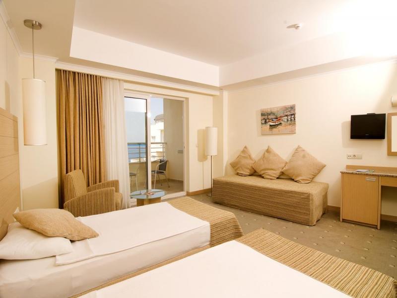 Лятно предложение в Хотел Sea Light Resort 5* в Кушадасъ