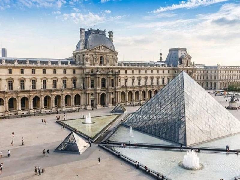 Уикенд в Париж