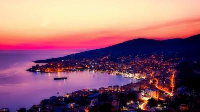 Септември в Албания