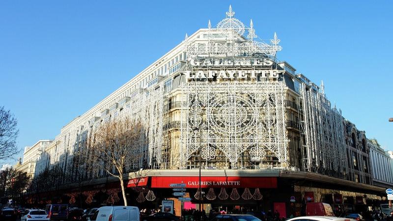 Нова година в Париж