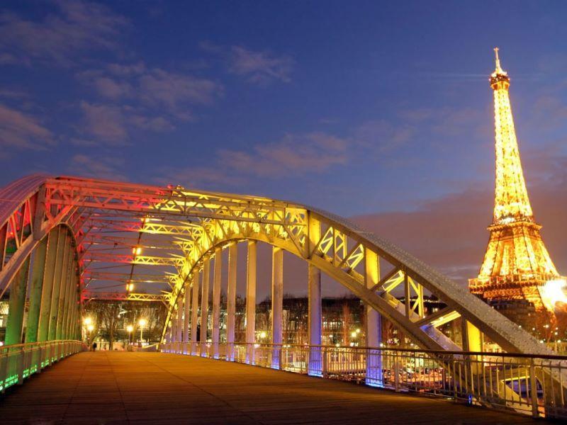 Тур Айфеловата кула