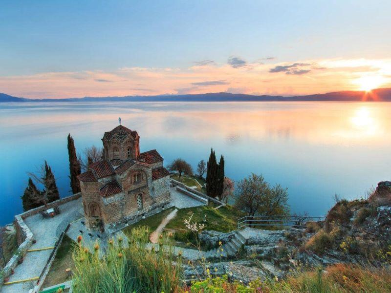 Разходка с корабче по Охридското езеро