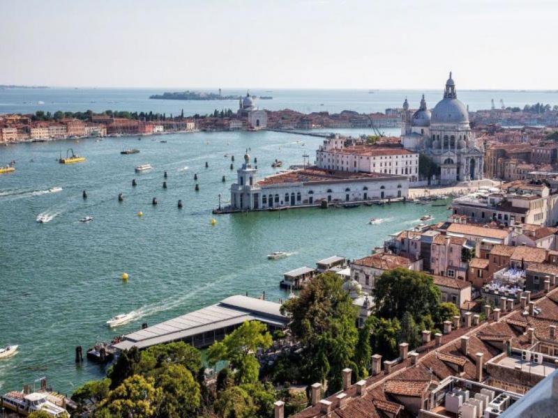 Туристическа програма във Венеция