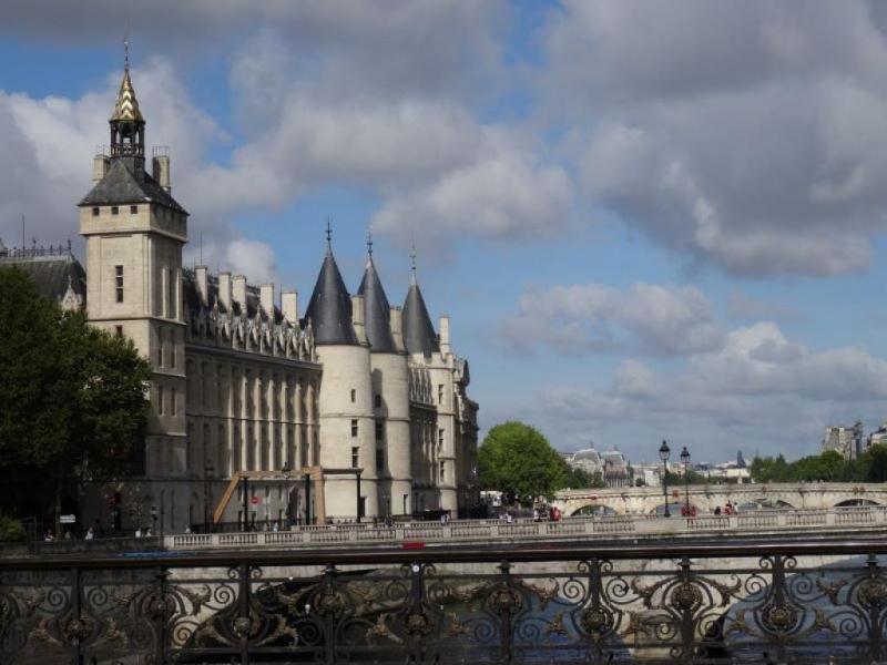 Тур Разходка с корабче по Сена