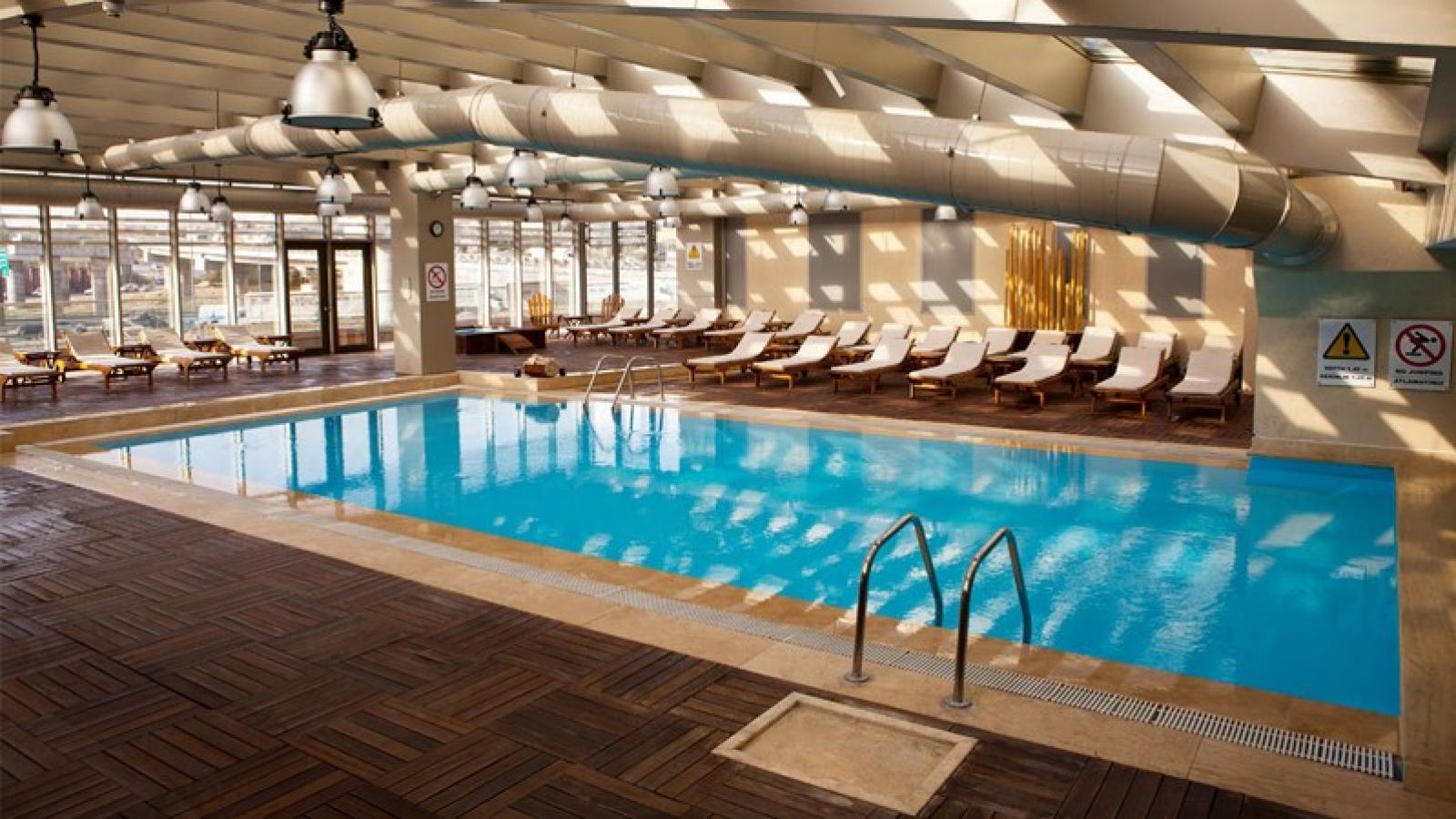 Хотел Holiday Inn 5*, Истанбул! 3 нощувки с автобус