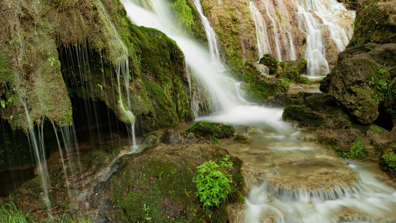 Крушунски водопади и Деветашката пещера