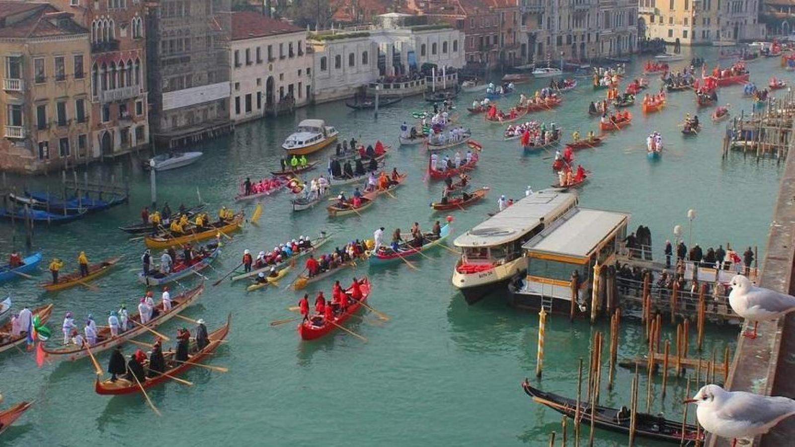 Свети Валентин и Карнавал Венеция
