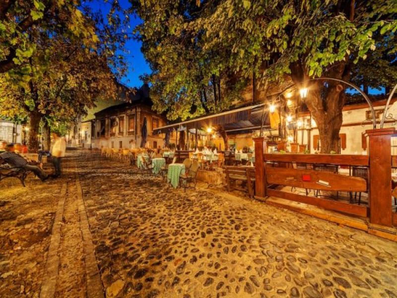 Сръбска вечер в традиционен ресторант
