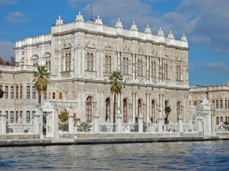 Дворецът Долма Бахче