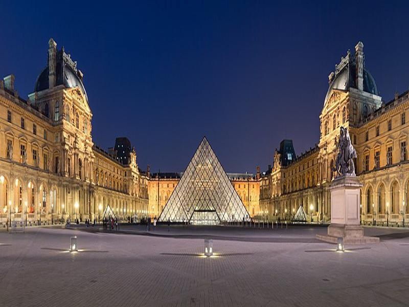 Посещение на двореца Лувър