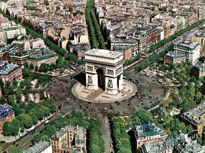 Пешеходна екскурзия Триумфалната арка, Шанз Елизе и площадите Конкорд и Вандом