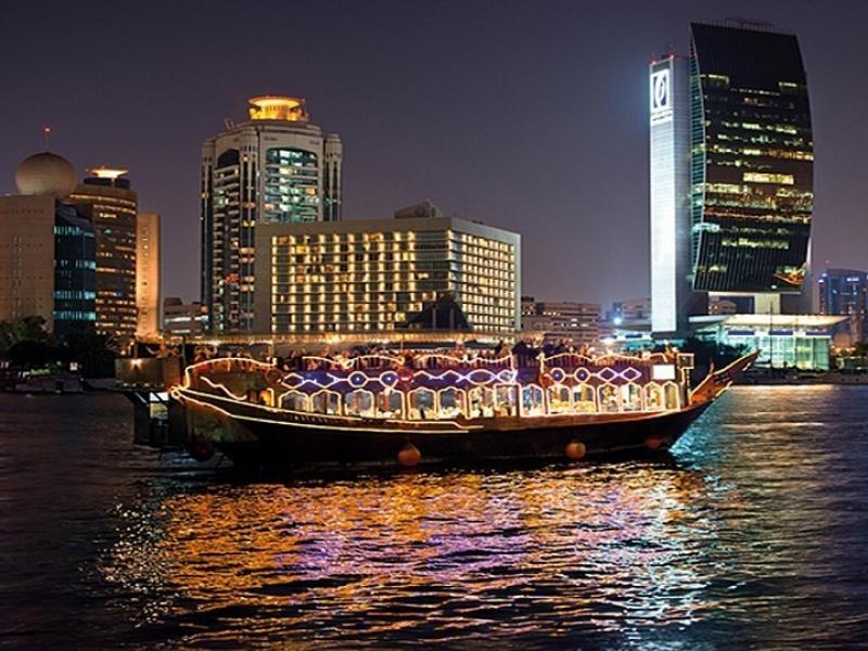 Модерен круиз с вечеря по Дубай Марина