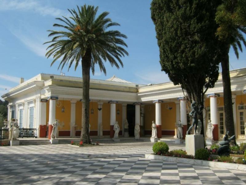 Пешеходна обиколка на столицата Керкира