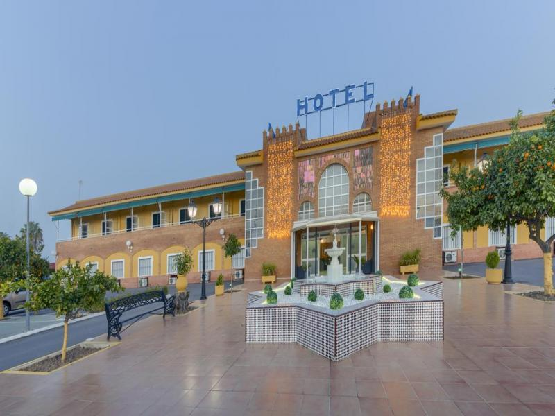 Hotel Torre De Los Guzmanes - или подобен