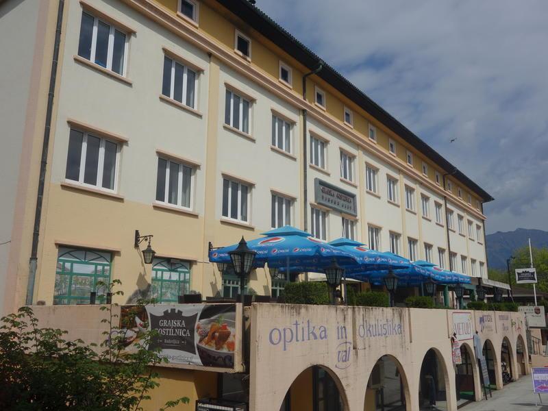 Life Hostel - или подобен