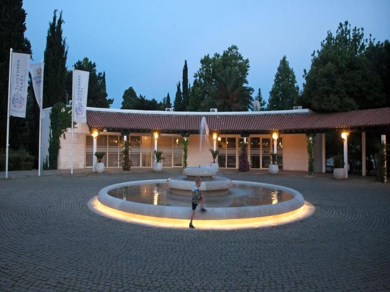 Slovenska Plaza  или подобен