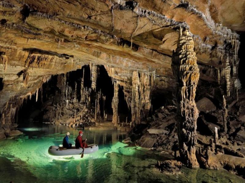 Посещение на пещерата Постойна