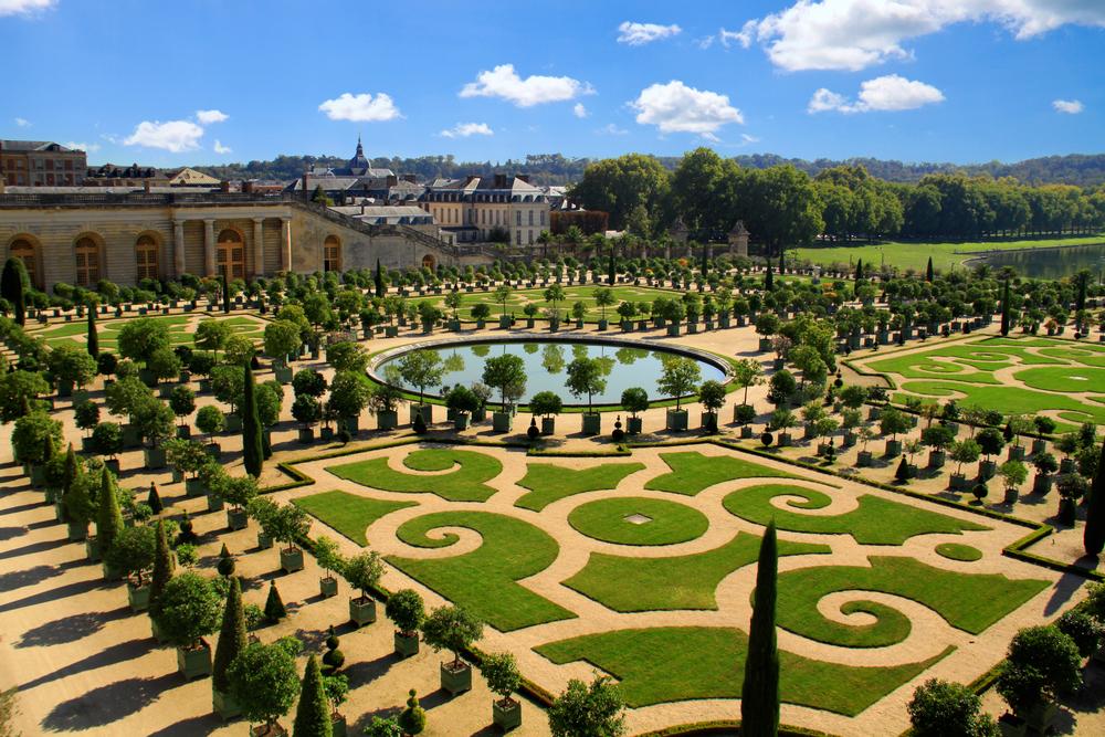 Дворецът Версай - кралската резиденция на Луи XIV , която ви оставя в захлас ...