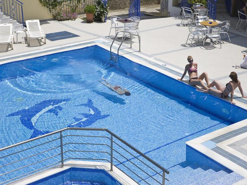 Stratos Hotel 3*