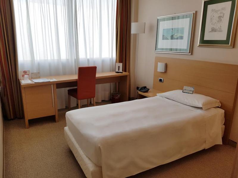 Hotel Vesuvian Inn или подобен