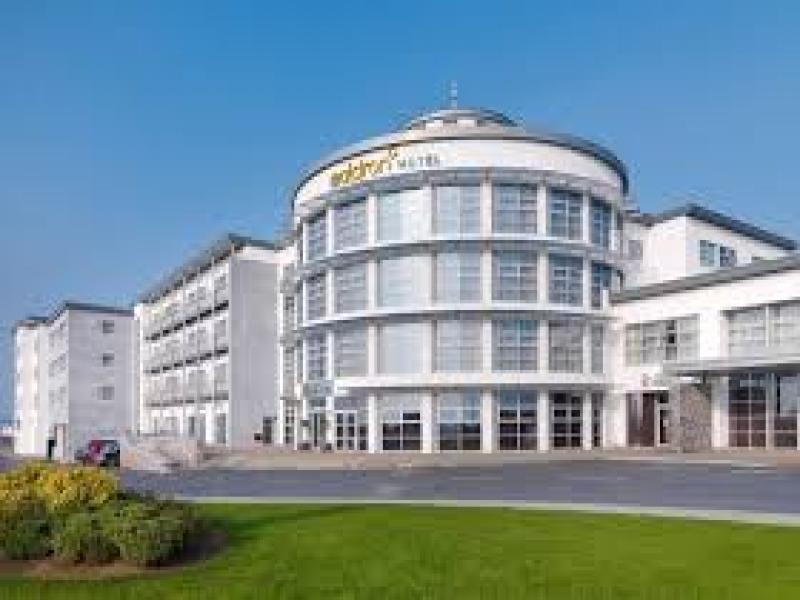 MALDRON HOTEL LIMERICK   или подобен