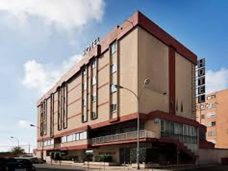 Hotel Catalonia или подобен