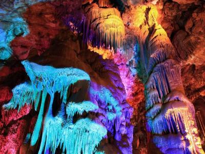 Еднодневна екскурзия до пещера Венеца и Белоградчишки скали