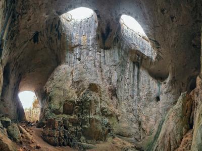 Екскурзия до Пещера Проходна /Очите на Бога/, Етрополе и Етрополски манастир